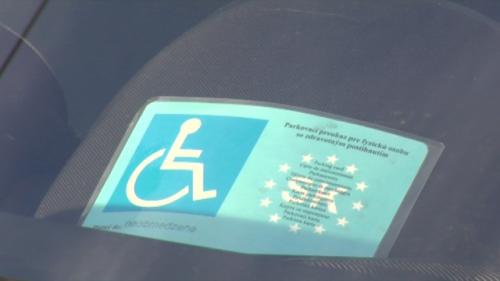 Všetky informácie o tom, ako si vybaviť parkovací preukaz pre ZŤP alebo vozičkára. Vodič s parkovacím preVšetky informácie o tom, ako si vybaviť parkovací preukaz pre ZŤP alebo vozičkára. Vodič s parkovacím preukazom ma viaceré výhody.
