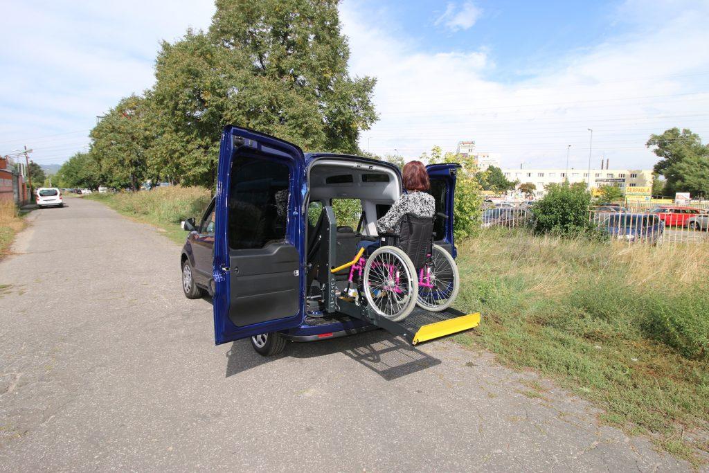 Plošina pre vozičkára do auta