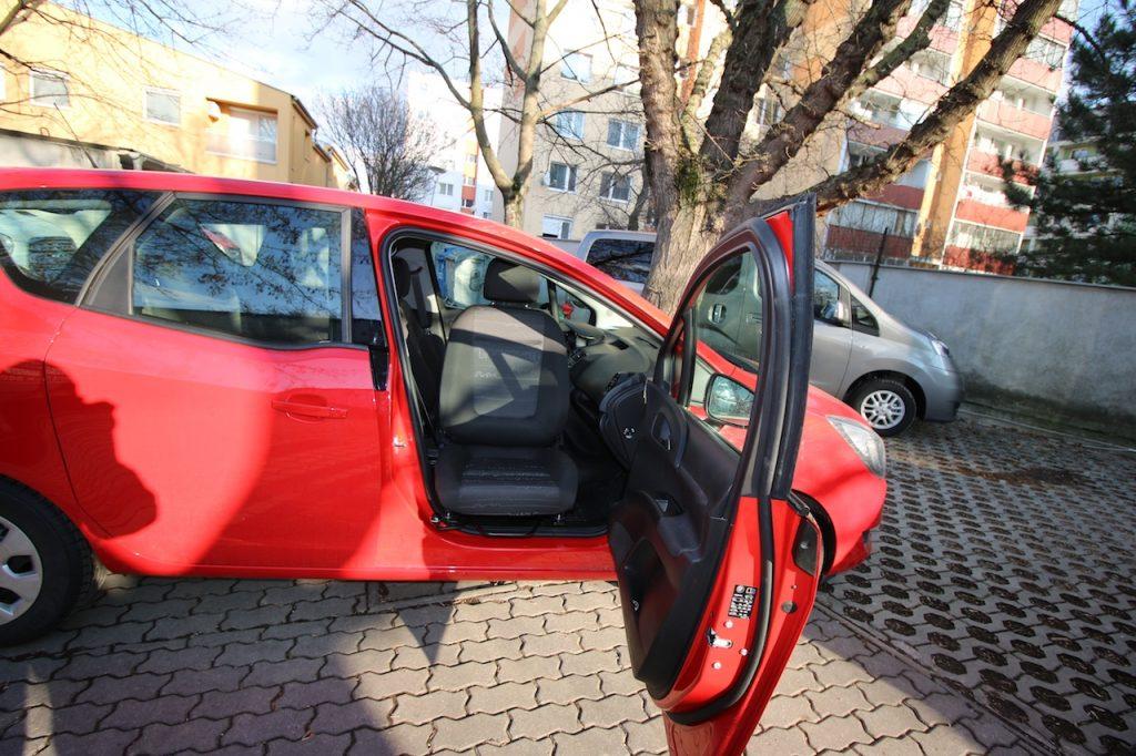 Otočné a výsuvné sedadlo do vozidla