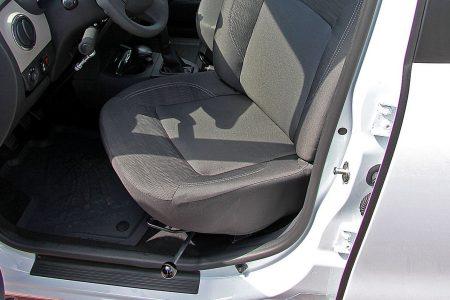 Dacia Logy - montáž otočného sedadla na strane vodiča