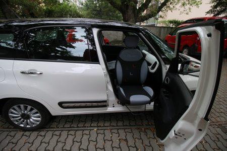 Fiat 500L - montáž otočného sedadla