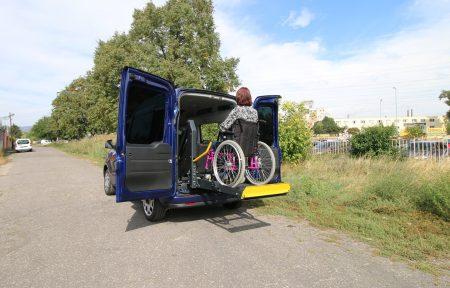 Fiat Doblo 2015 s elektrohydraulickou plošinou + kotvenie vozíka