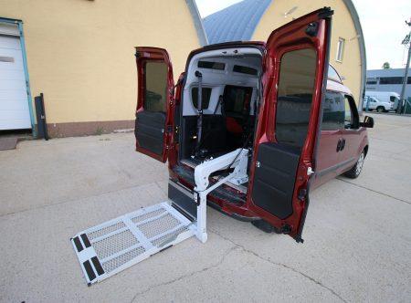 Fiat Doblo s elektrohydraulickou plošinou + kotvenie vozíka