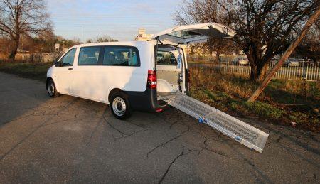 Mercedes Vito s mechanickou rampou + kotvenie vozíka