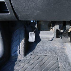 Peugeot 3008 2015 - Namontovaný pedál na plyn
