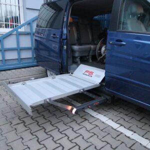 Elektrohydraulická plošina z boku auta